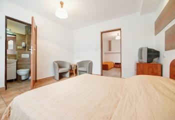 Pokój typu studio są to dwa pokoje dla 3-4 osob z łazienka