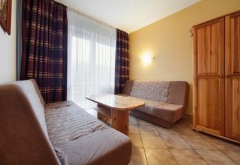 pokój typu studio składa się z dwóch pokoi i łazienki dla 4-5osób