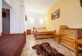 pokój typu studio składa się z dwóch pokoi i łazienki dla 4-5 osób