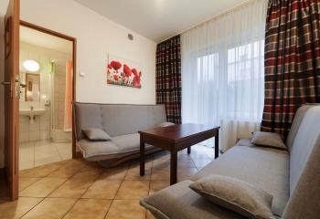 pokój typu studio składa się z dwóch pokoi i łazienki dla4-5osób